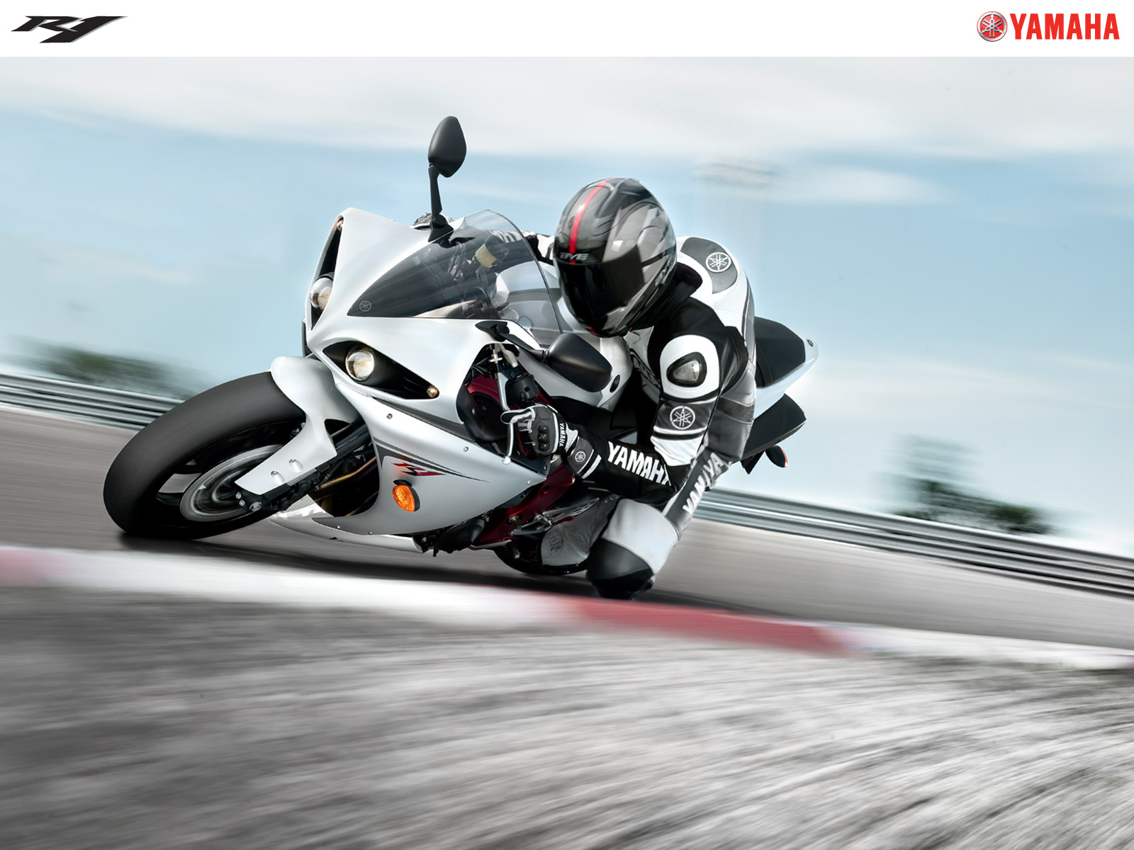 yamaha-r1-wallpaper-4